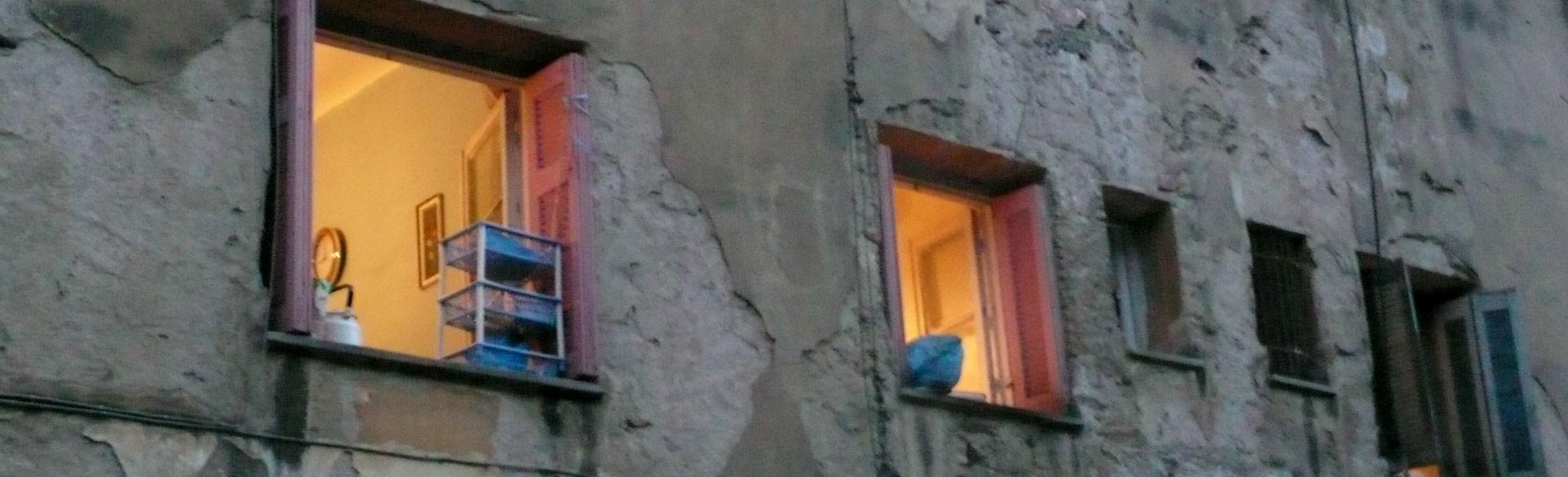Μια ζωντανή κατάληψη στέγης σε κατάσταση εκτάκτου ανάγκης. Αγώνες για το δικαίωμα στην κατοικία και στην πόλη της Αθήνας. Συμμετοχικός σχεδιασμός, κατασκευή παιδικής χαράς και φυτεύσεις. 28,29 Ιουνίου 2014, ανάμεσα στα κτίρια των Προσφυγικών.